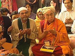 His Holiness the Dalai Lama sits down with muslim elders at the Nizamuddin Chilla shrine/CNN