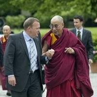 His Holiness the Dalai Lama (R), walks hand in hand with Danish Prime Minister Lars Lokke Rasmussen/Photo:AFP