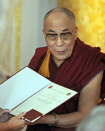 His Holiness the Dalai Lama receives the honorary citizenship of Warsaw, the capital of Poland, on 29 July 2009/Photo: Agence Franc-Presse