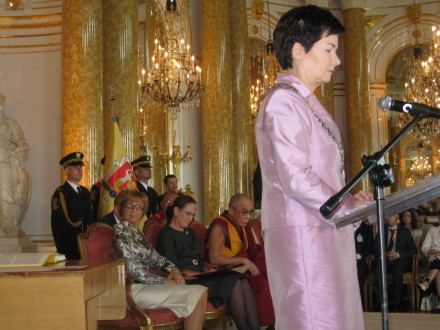 Mayor of Warsaw Hanna Gronkiewicz-Waltz announcing the conferment of the honorary citizenship title on His Holiness the Dalai Lama at the official ceremony in Warsaw's Royal Castle on 29 July 2009/ Photos:Office of Tibet, London