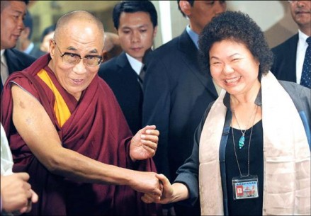 Chen Chu, the mayor of Kaohsiung County, (R) greets His Holiness the Dalai Lama   on his arrival in Taiwan on Sunday, 30 August 2009/The Liberty Times