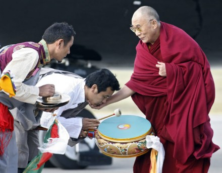 His Holiness the Dalai Lama is greeted by members of the Tibetan community in Calgary.  (Jeff McIntosh/Canadian Press)