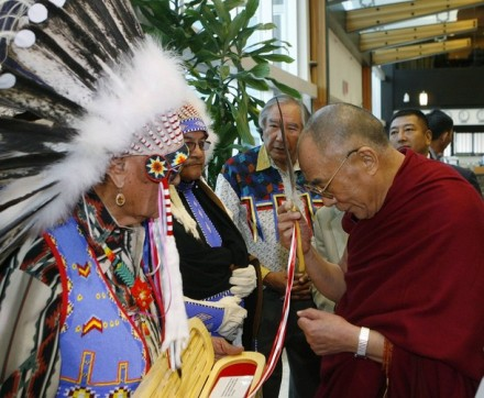 Natives from Alberta give His Holiness the Dalai Lama (R), a traditional eagle feather upon his arrival at the Calgary International Airport in Calgary, Alberta, 30 September 2009/REUTERS/Pool (CANADA RELIGION POLITICS)