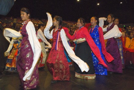 Sydney Tibetans perform for His Holiness the Dalai Lama