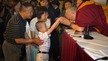 His Holiness the Dalai Lama receives gifts from the Chinese Community.