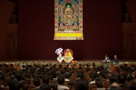 His Holiness the Dalai Lama teaching Heart Sutra at Kanazawa in Japan, on 22 June 2010/ Photos by Tenzin Choejor/OHHDL