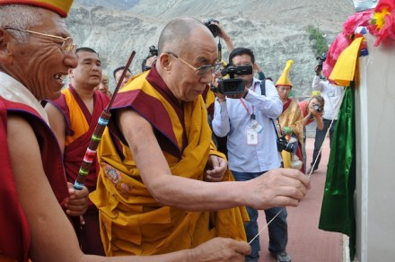 His Holiness the Dalai Lama opening the name plate of the newly installed statue of Gyalwa Jampa at Disket Monastery in Ladakh's Nubra valley, on 25 July 2010/Photos by Tibetonline TV