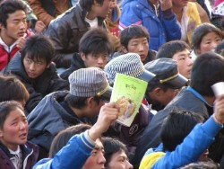 students protest in Chabcha county (October 19, 2010) Tibettimes photo